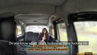 Dekoltesiyle Taksiye Binen Büyük Memeli Kadını Siken Şoför